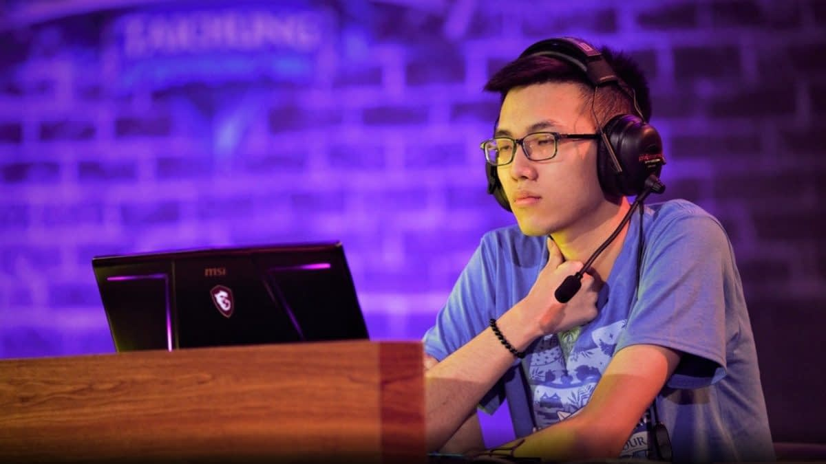 "Suspended ""Hearthstone"" Player Blitzchung Responds To Blizzard"