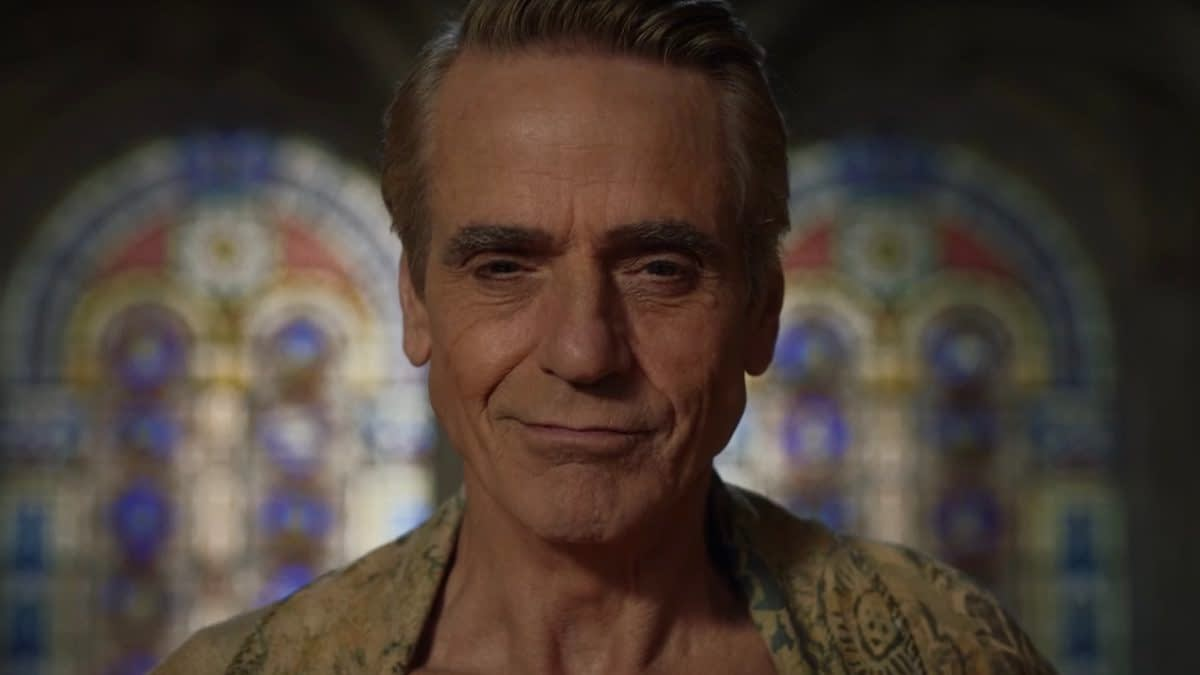 """Watchmen"" Week: Jeremy Irons on Adrian ""Ozymandias"" Veidt/Dr. Manhattan Dynamic [INTERVIEW]"