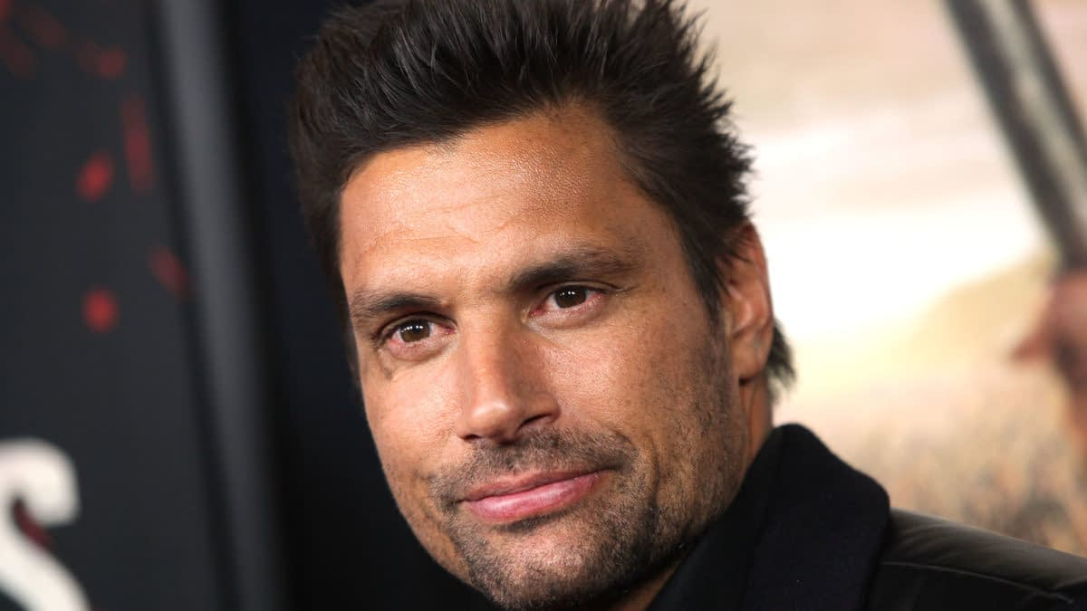 Manu Bennett Continues To Deny His Role In Arrow Finale