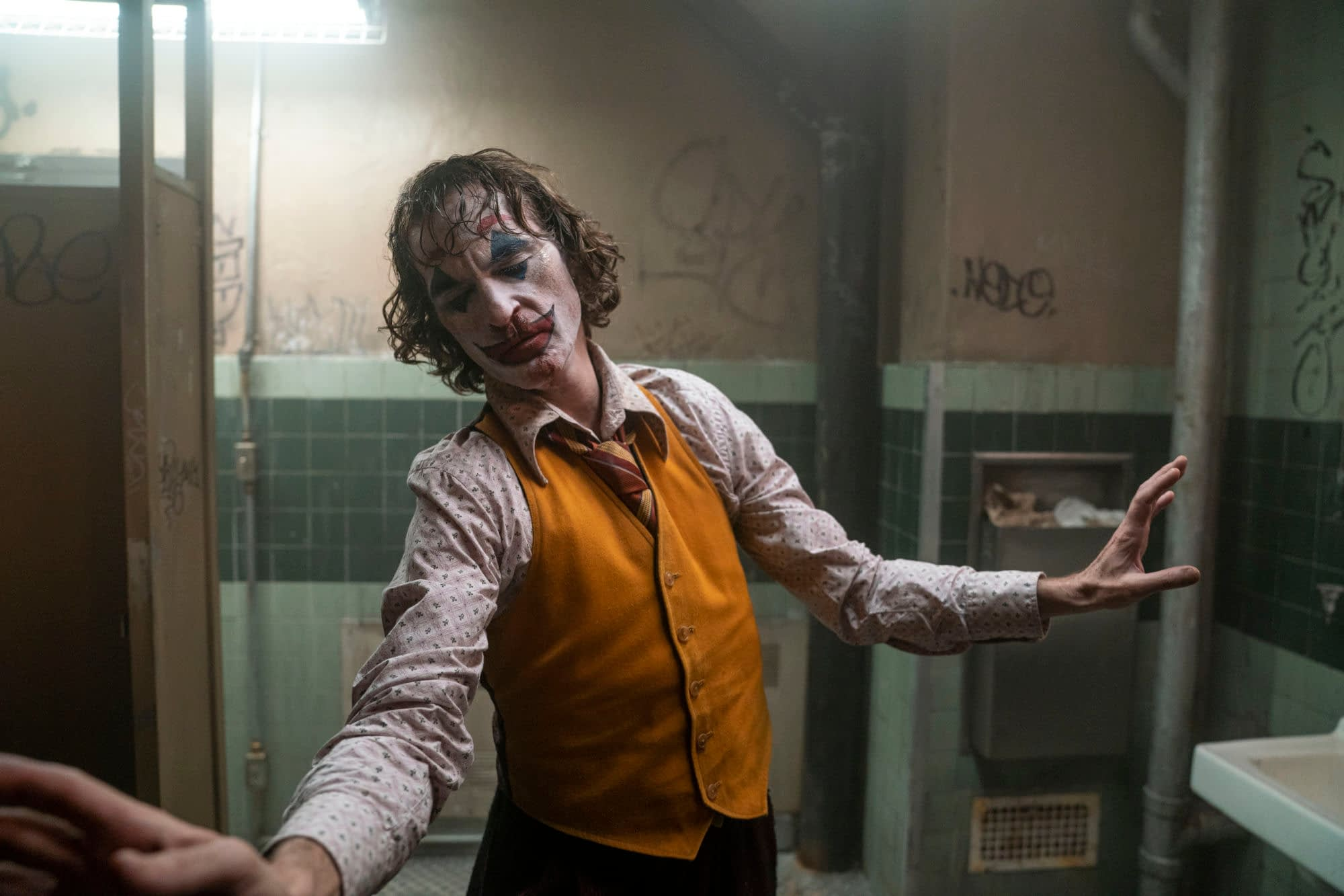 "Warner Bros. Releases a New Batch of ""Joker"" Promotional Images"