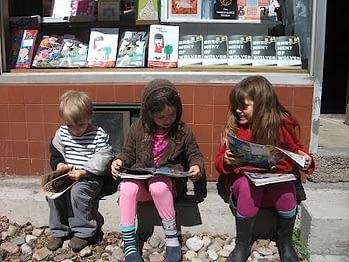 kids reading comics