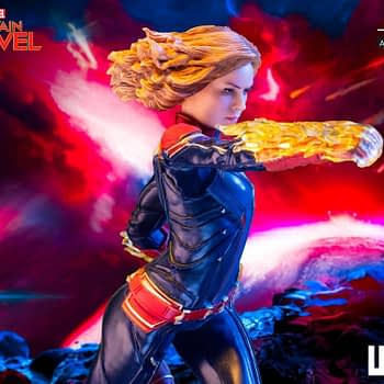 Captain Marvel Iron Studios Statue 10