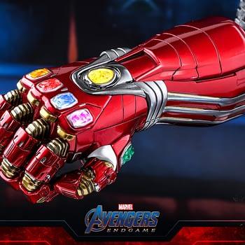 """Avengers: Endgame"" Nano Gauntlet Goes Mini with Hot Toys"