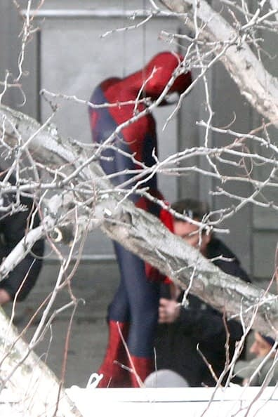 Andrew+Garfield+climbs+back+Spider+Man+costume+LWmHwzZ737el