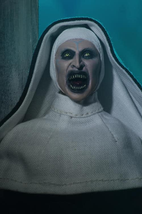 The Nun Valak Figure by NECA 3