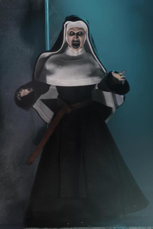 The Nun Valak Figure by NECA 4