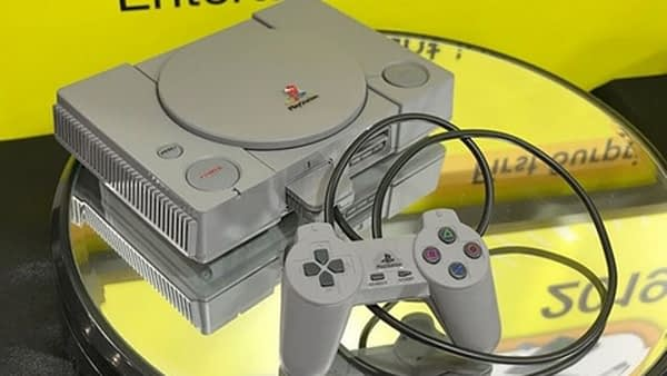 Build A Classic PlayStation Or Sega Saturn Model With These New Kits