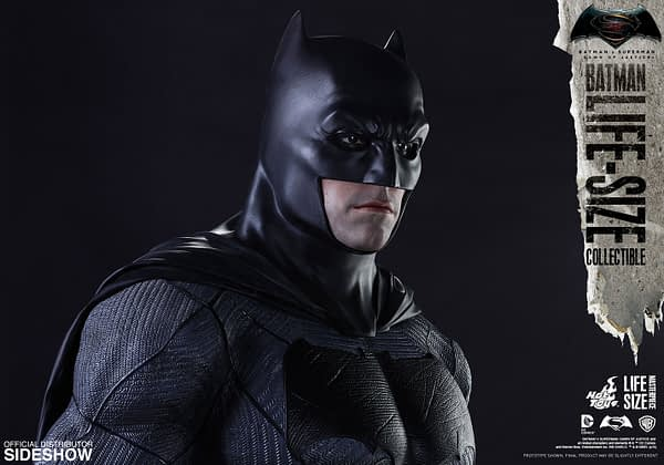 dc-comics-batman-v-superman-batman-life-size-collectible-hot-toys-902685-08