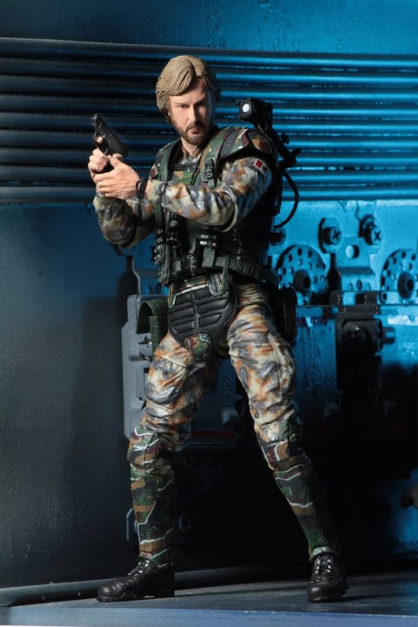 NECA-Aliens-James-Cameron-Figure-1