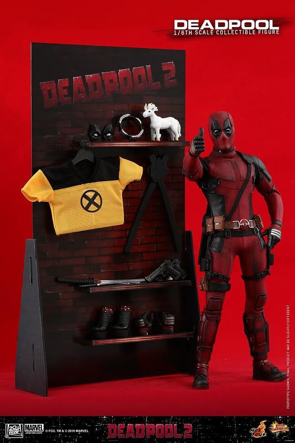 Hot Toys Deadpool 2 Deadpool 15