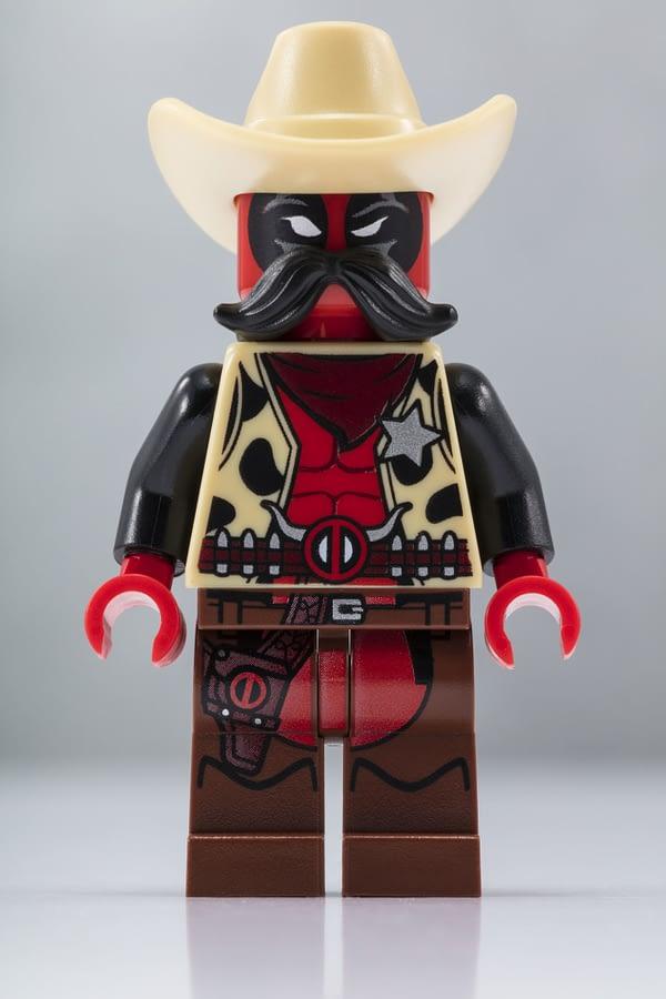 LEGO SDCC Cowboy Deadpool Minifig