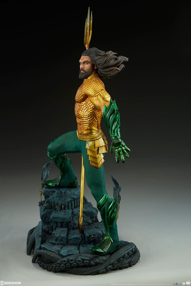 Sideshow Collectibles Premium Format Figure Aquaman 3