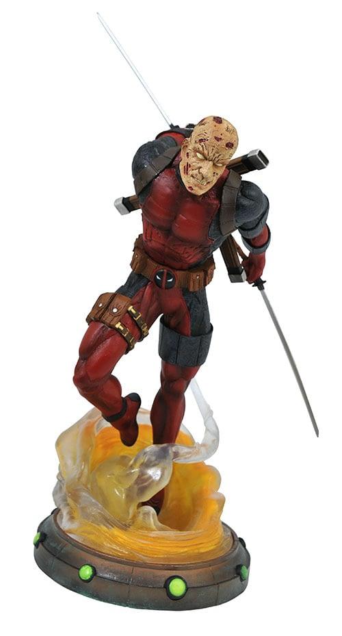 Gamestop Deadpool Gallery Statue 1