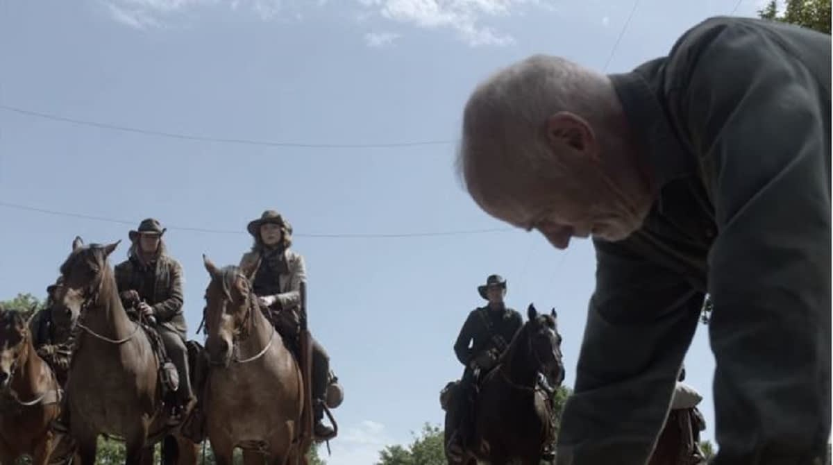 """""""Fear the Walking Dead"""" Season 5 """"Leave What You Don't"""": The Calvary Arrives for Logan [OPENING MINUTES]"""